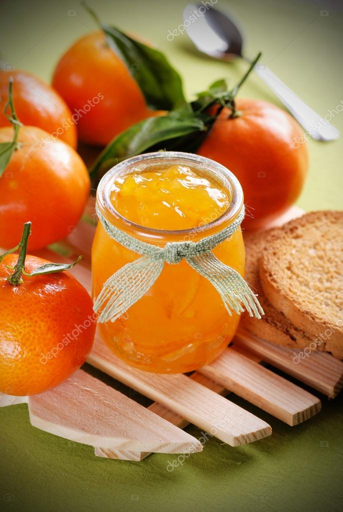 depositphotos 60621689 stock photo tangerine jam in glass jar - Confiture de clémentines (Recette Companion)