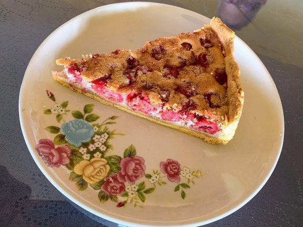 IMG 7471 620x465 - Tarte amandes - griottes (ou autres fruits juteux ou congelés)