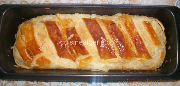 Roulé de pâte feuilletée au poulet et crème au fromage
