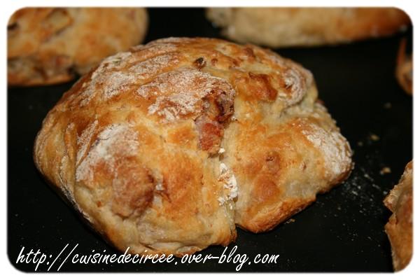 Petits pains aux oignons et lardons