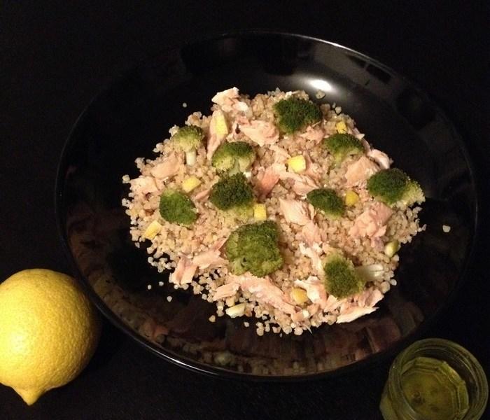 Salade de quinoa, brocolis et saumon à la vinaigrette au citron