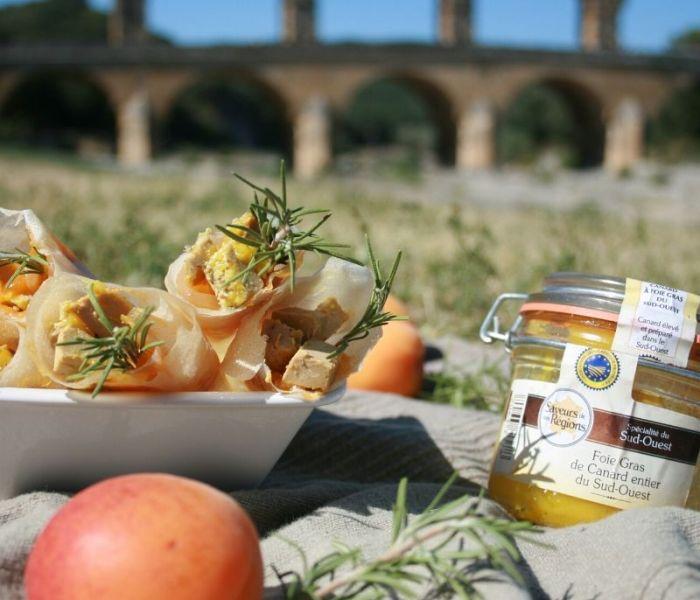 Cônes de foie gras et compôtée d'abricots du Roussillon au romarin