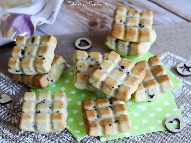 Petits gâteaux légers aux framboises séchées