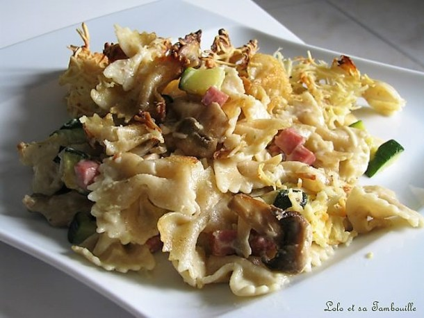 Gratin de pâtes aux champignons, courgette & dés de jambon