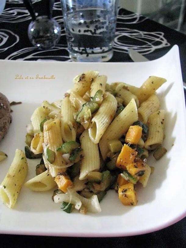 Salade de pennes aux courgettes, mimolette & oignons nouveaux