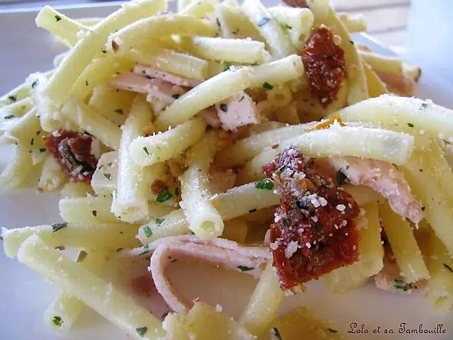 Salade de macaronis aux dés d'ossau iraty, jambon & huile de noix