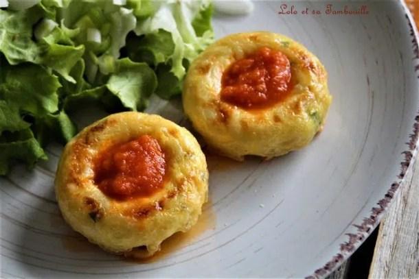 Gâteaux de coquillettes {cœur de sauce tomate}