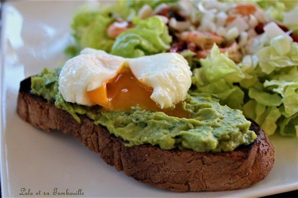 Avocado toast {Tartine à l'avocat & œuf poché}