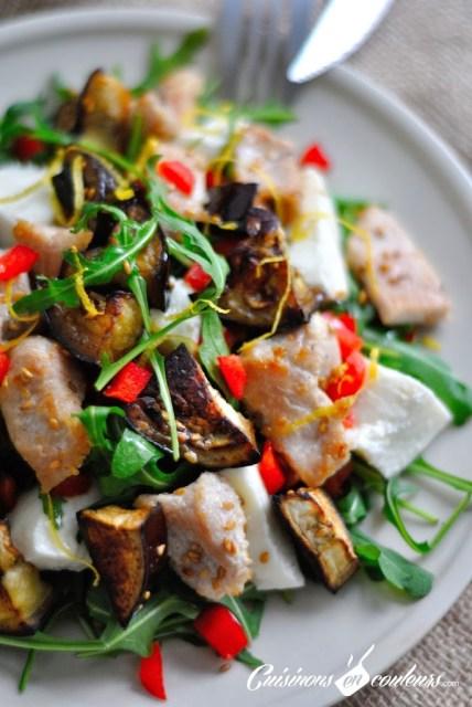 Salade de poulet au sésame, aubergine et mozzarella