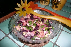 Salade de harengs fumés aux betteraves rouges