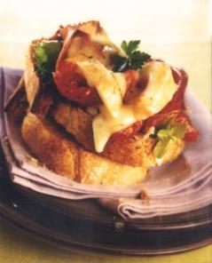 tartines-de-reblochon-de-savoie-aux-tomates-confites