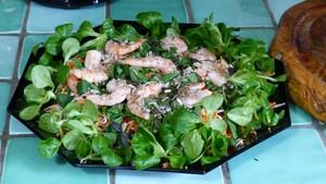 Salade composée au cèleri rave et aux crevettes