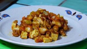 poelee-de-haricots-blancs-et-pois-chiches-au-tofu-fume