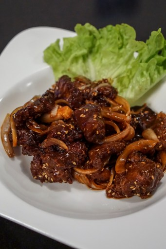 Crispy beef with sesame seeds