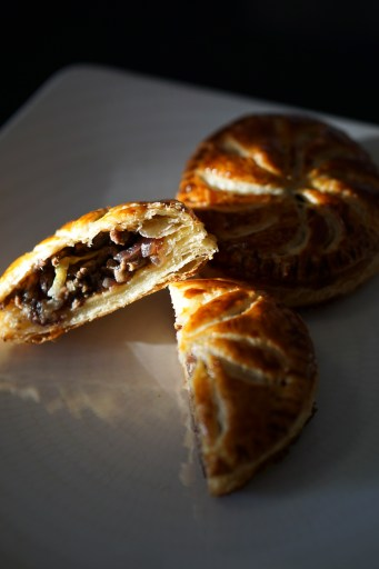 Puff Pastry with Minced Meat : Paté la Viande