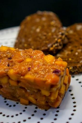 Tartare De Saumon A La Mangue Et Tamarin