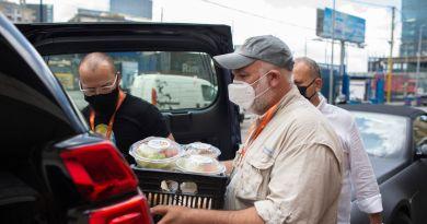 Amazon reconoce labor social de José Andrés con 100 mdd
