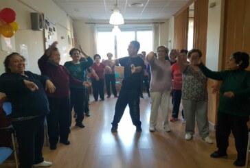 El Centro de Día de Cúllar Vega organiza clases de 'Chikung', manualidades y baile activo para sus mayores