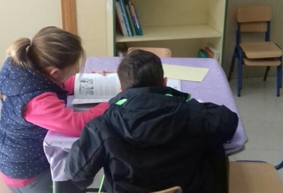 Cúllar Vega instala un punto de lectura infantil en el consultorio médico