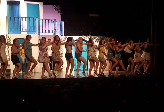 Jóvenes de Cúllar Vega llevan a escena el musical'Mamma Mia' y agotan las entradas