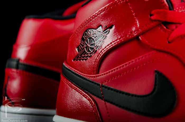 Air Jordan 1 Mid Gym Red / Black