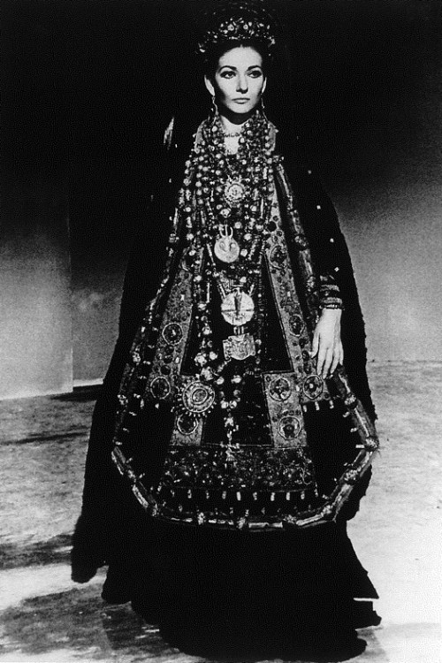 Mario Tursi, Maria Callas come Medea con il costume di scena disegnato da Piero Tosi per il film di Pasolini, 1968. ©Mario Tursi