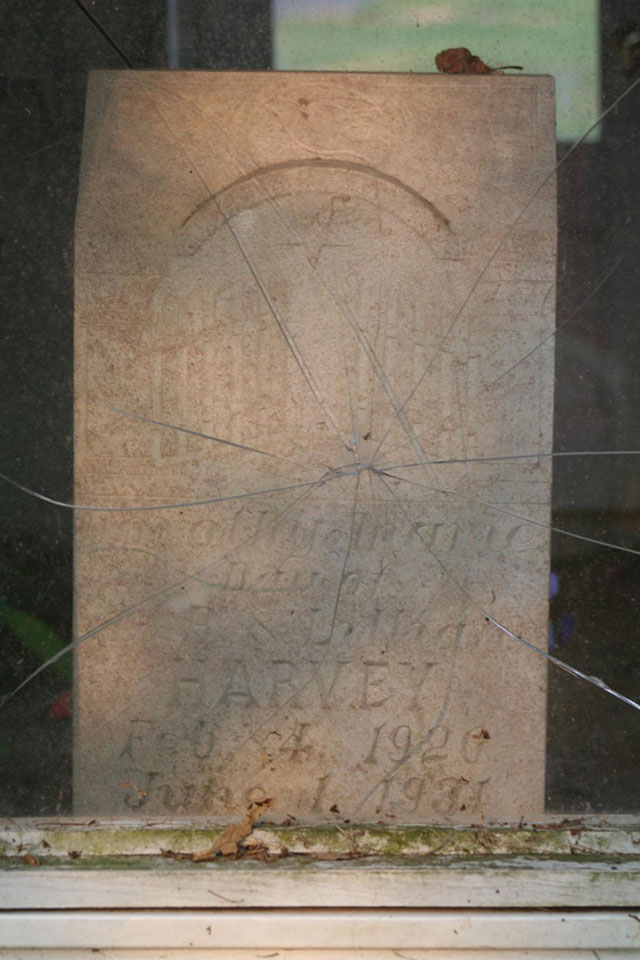 The gravestone of Dorothy Marie Harvey