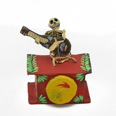 Mechanical Folk Art Josue Eleazar Castro: Musician – Guitar cartoneria