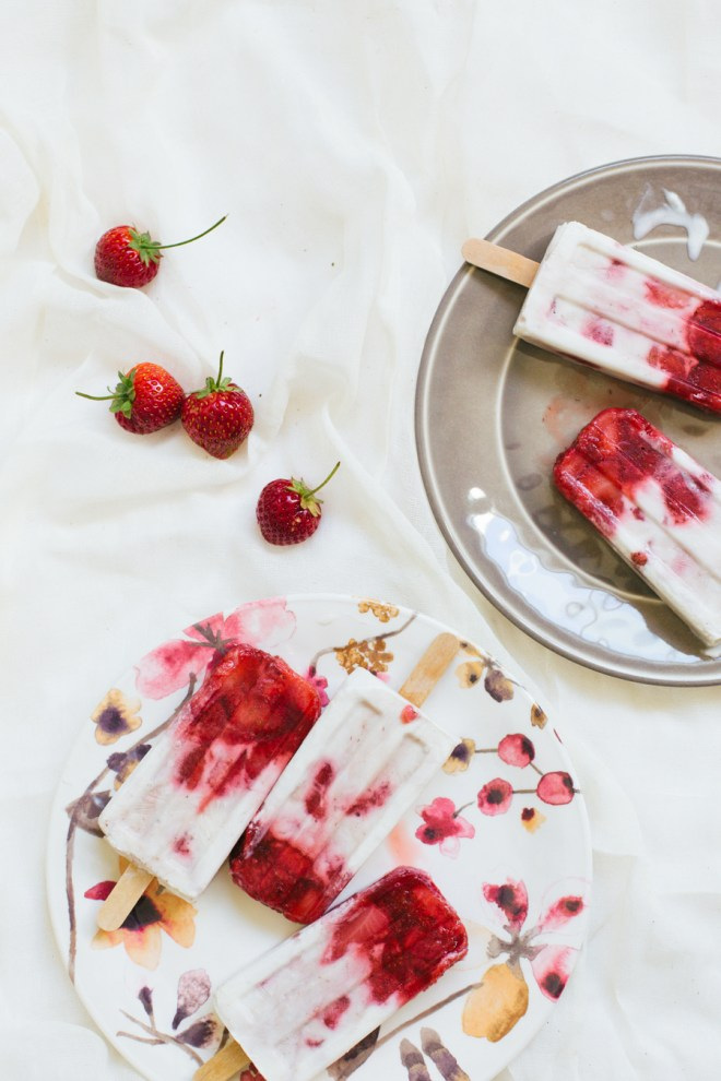 marbled strawberry coconut popsicles-6
