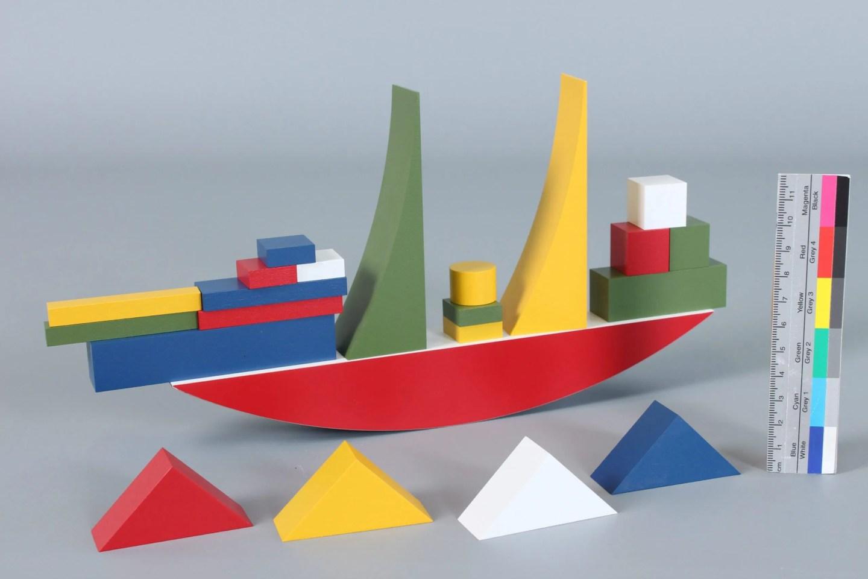 Coloured blocks bauhaus ship building game