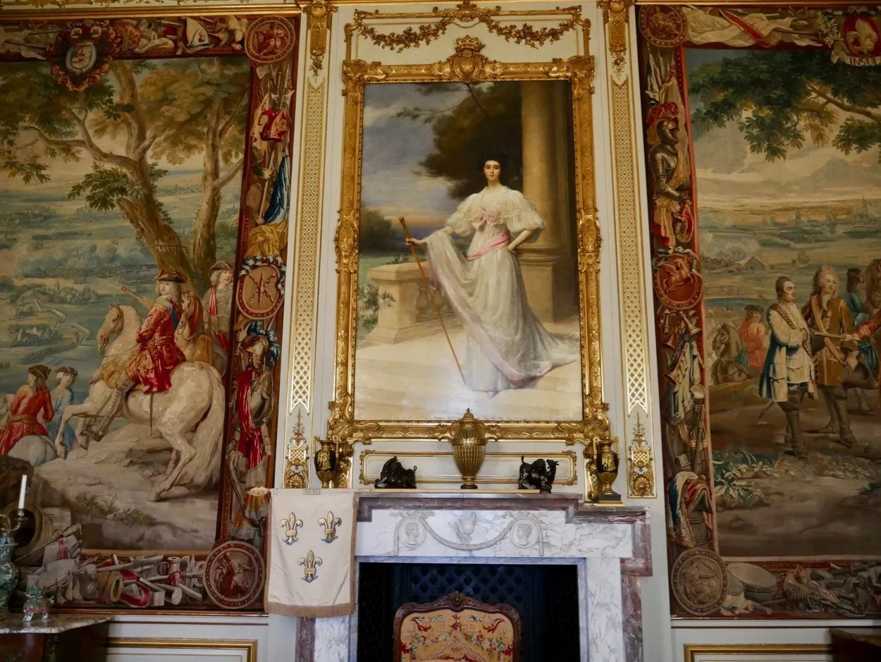 Portrait of Consuelo Vanderbilt flanked by Blenheim tapestries
