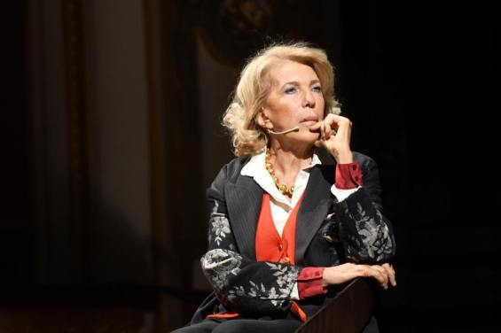 Un intenso primo piano di Eva Cantarella.