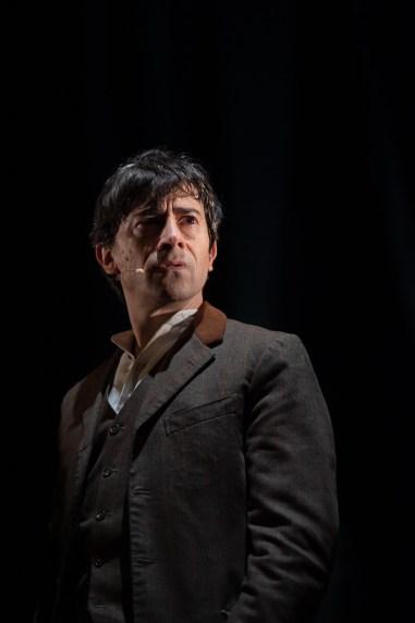 Luigi Lo Cascio interpreta Jonathan Harker