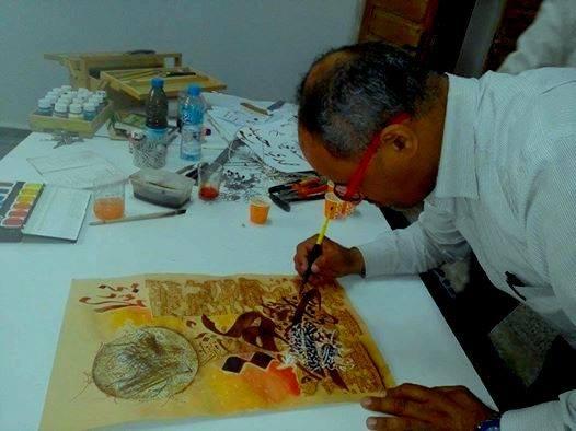 L'Artiste Omar Khiter à l'oeuvre