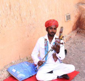 Joueur de Ravanhatta (violon 3000 ans av JC)- Fort d'Amber