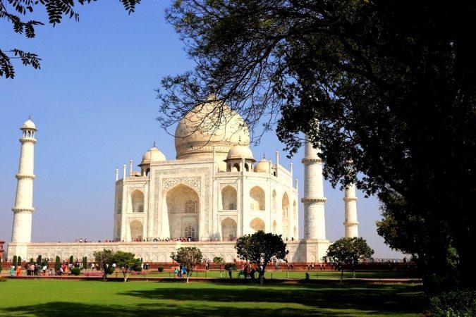 Le Taj Mahal vu des jardins