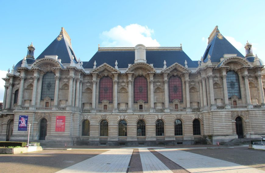 "Tour the ""Palais des Beaux-Arts"""
