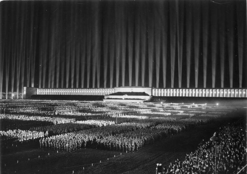 Lichtverschmutzung-Nuernberg-Reichsparteitag-Lichtdom