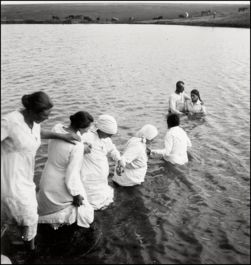 UKRAINE. Chortitza Colony. 1943.. Mennonite christening in the Dnieper river. M-UK-DNE-002