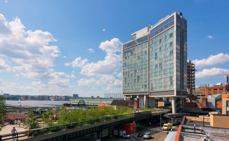คุยกับ อามาร์ ลาลวานี่ ซีอีโอของโรงแรมที่คิดสวนทางกับคำว่า 'มาตรฐาน' อย่าง The Standard Hotels