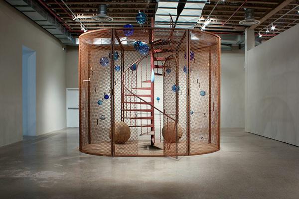 Louise Bourgeois... après 30 ans de psychanalyse ! Et encore, j'ai choisi une oeuvre a peu près potable sur le plan esthétique !