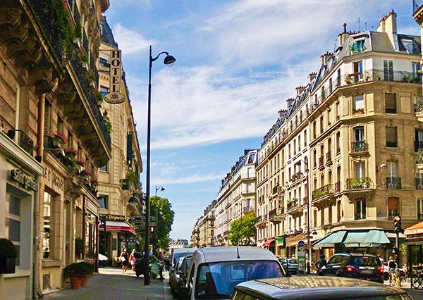 Ruedes Ecoles in Paris