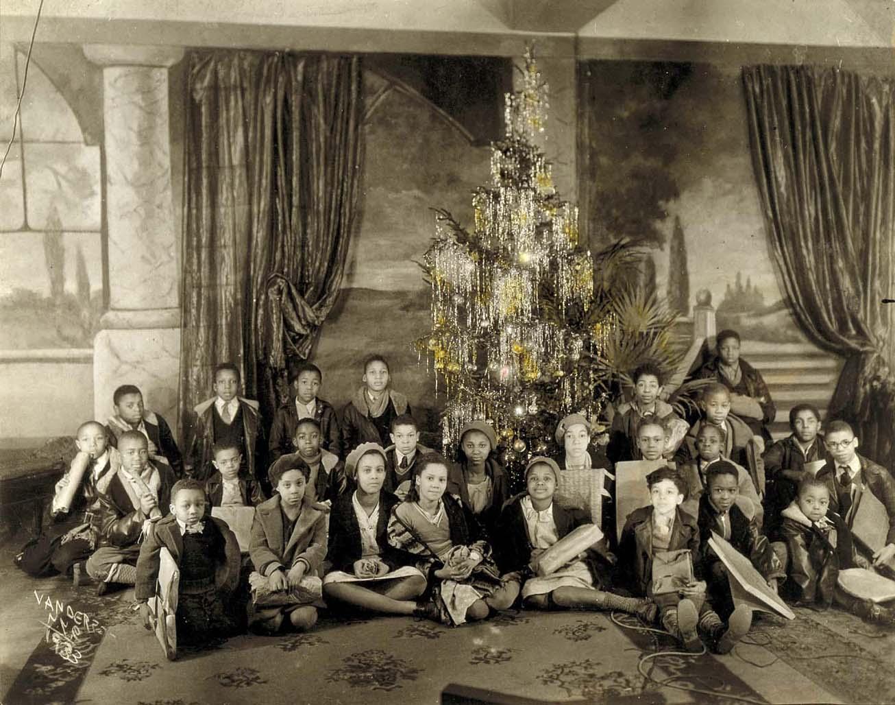 VanDerZee - GGG Photo Studio at Christmas
