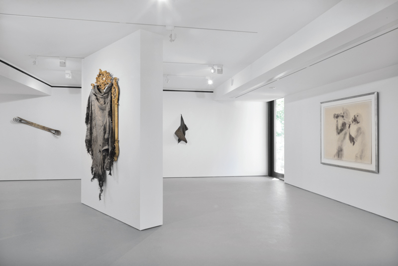 David Hammons - Give Me a Moment - Installation view The Georg Economou Collection