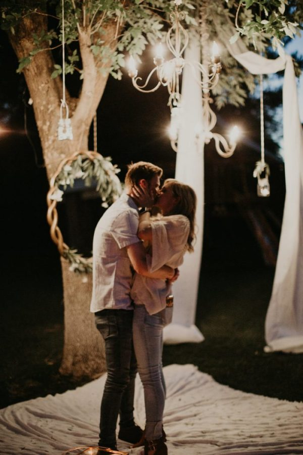 Proposal engagement shoot announcement. The most romantic engagement announcement photo. The best engagement photos found on Pinterest. How to do an engagement photo shoot. What to wear at an engagement photo shoot.