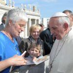 """Paus Franciscus: """"doorheen het leven, doorheen de dood"""""""