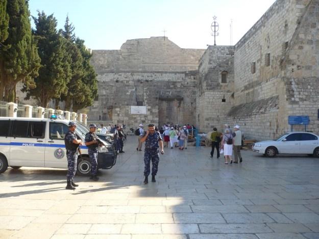 Bethlehem , soldaten bij geboortekerk