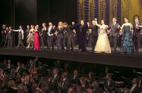 Eindapplaus - Nederland, Amsterdam, 07-11-2015. De Nationale Opera, Gala 50 jaar.