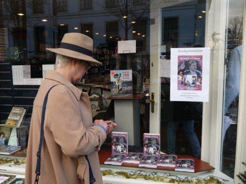 Over Het geloof van Oranje. De eerste boekpresentatie over Oranjevorsten en hun geloof vond plaats bij. Boekhandel Douwes in Den Haag op15 december 2015. Aanwezig was o.a. ds Carel ter Linde. Best wel spannend.