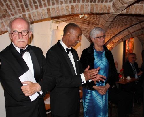 Het bestuur van de afdeling Delft van de Orde van den Prince: van links naar rechts voorzitter Jan van Groesen, secretaris Alwin Toppenberg en Marianne Visser van Klaarwater penningmeester